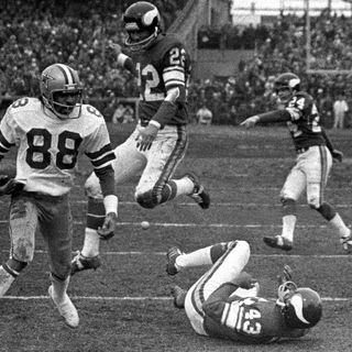 TGT Presents On This Day: December 28,1975 The Cowboys beat the Vikings on a controversial Hail Mary Pass