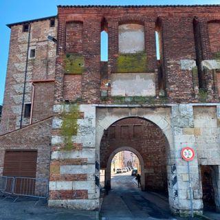 Porta Santa Croce torna a splendere: conclusi i lavori di riqualificazione degli annessi – FOTOGALLERY