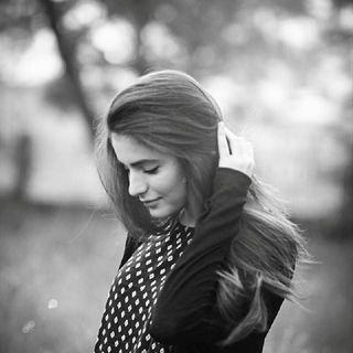 हिंदी कविता- इक पगली लड़की का प्रेम