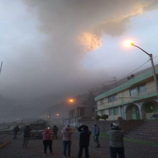 Declaran emergencia en Perú por cadena de explosiones del volcán Ubinas