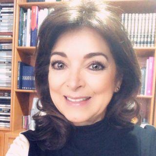 """La Dra. Tere Vale con el tema: """"Violencia contra las mujeres en el hogar""""."""