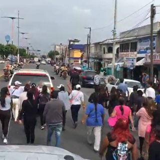 Miles de personas dan último adiós a alcalde de Valle de Chalco