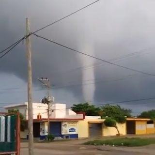 Tromba marina afecta viviendas y escuelas en Veracruz