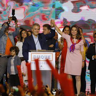 Desde El Cubo de Colsubsidio, Iván Duque celebra su triunfo con miles de seguidores. Todos con #ColombiaDecide. Transmisión de Canal Capital