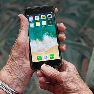 Acercando a los adultos mayores a la tecnología