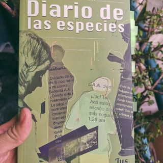 """""""Diario De Las Especies"""" De Claudia Apablaza."""