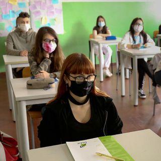 Genitori e studenti, riaprire scuole dopo Pasqua