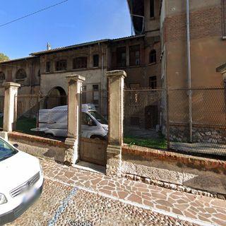 Impresentabile sede liberty dell'ARPA a Mantova