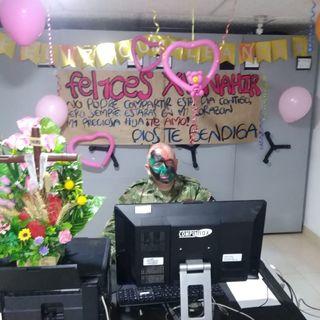 Sargento le celebra los quince años a su hija por videollamada