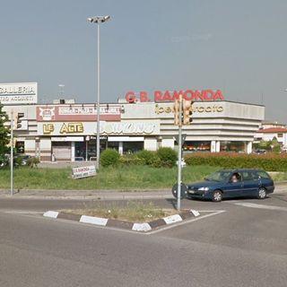 Ancora violenza sui carabinieri in un centro per gli acquisti: arrestato 26enne
