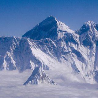 L'Everest è cresciuto, è quasi un metro più alto