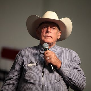 Wayne Talks To Guest Cliven Bundy, Who's Now A Free Man!