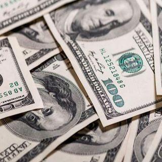 Dólar retrocede y se ubica por debajo de los 24 pesos