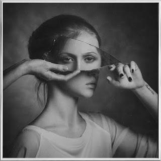 Identidade Fragmentada - Perdendo-me de mim - Ana D´Araujo'
