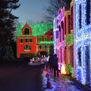 Wilmington Man Builds Christmas Town With 250,000 Lights
