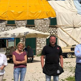 270 donatori per la rinascita di Malga Pian di Granezza: consegnati 15 mila euro