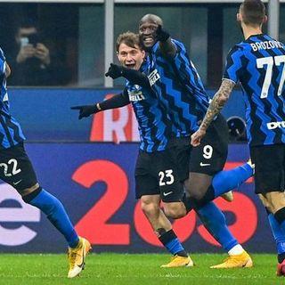 L'Inter piega una brutta Juve e aggancia il Milan in vetta. Napoli show, l'Atalanta frena