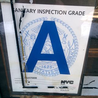 Sanitary Inspection Grade, esa letra.