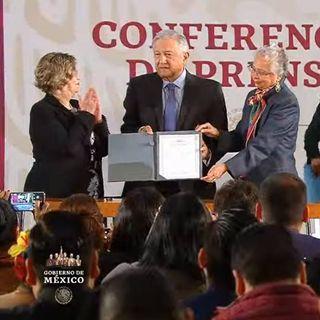 AMLO firma el Acuerdo Nacional por la igualdad