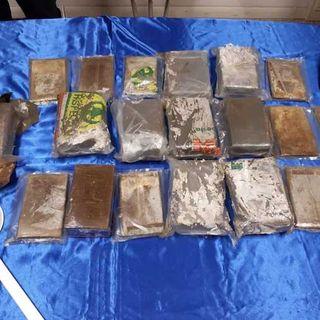 12 chili e mezzo di hashish trovati in discarica da un dipendente comunale