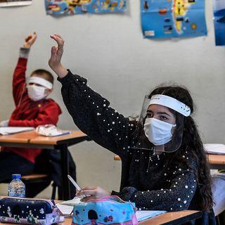 El regreso a las aulas se acerca y hay presión para reabrir los colegios ya que la educación presencial es mejor, pero existe el riesgo de c