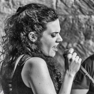 Replica intervista alla cantautrice Sara Facciolo