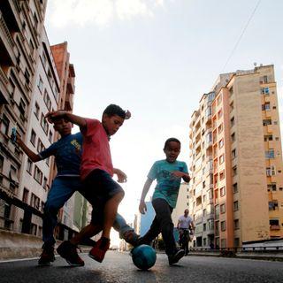 Nientedimeno - 2.09 - Un calcio ai confini