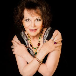 Café Bleu - Claudia Cardinale torna nei teatri con La Strana Coppia!