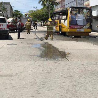 Hombres armados prenden fuego a autobús de pasajeros