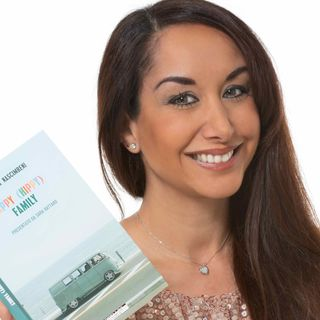 L'intervista: Stefania Nascimbeni: ecco il mio libro 'Happy (hippy) family