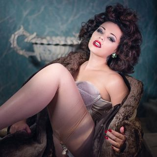 Mika Romantic: international burlesque performer