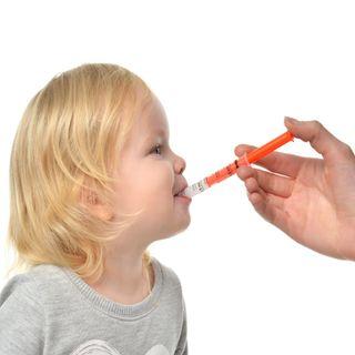 ¿Cómo suministrar el medicamento a los niños?