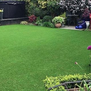 A Guide to Building a Backyard Putting Green on Concrete Surface