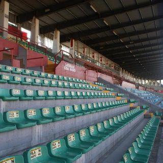 Seggiolini sbagliati nelle tribune dello stadio