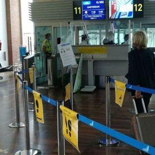 Covid e voli dall'estero, ordinanza della Regione: tamponi obbligatori all'arrivo