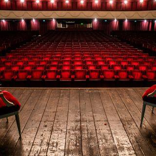 Aerei pieni, bus 50%, cine e teatri chiusi da 1 anno