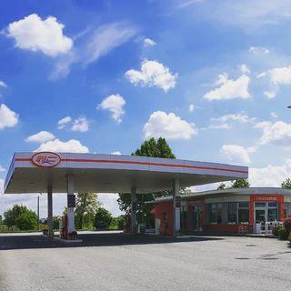 In carcere 7 anni dopo aver preso a mazzate la colonnina del distributore di benzina