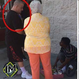 Donna sgrida una bambina che vende caramelle per strada, ma un uomo decide di cambiare la situazione