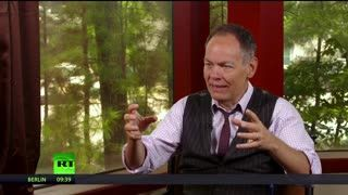 Keiser Report: Paycheck to paycheck (E1428)
