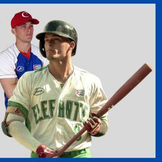CESAR PRIETO escapa del equipo cubano de beisbol en su llegada a la Florida