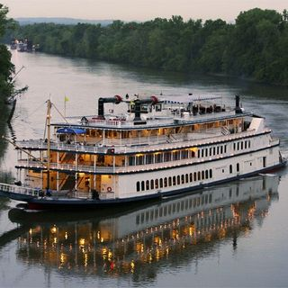 Around the World: General Jackson Show Boat
