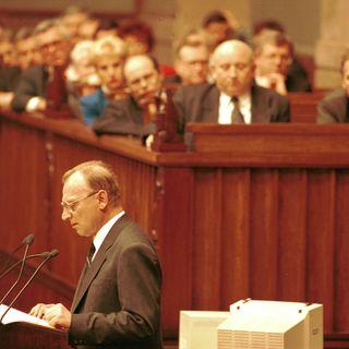 O drugiej połowie rządów postkomunistów, wyborach prezydenckich i uchwalaniu konstytucji - lata 1995 -1997