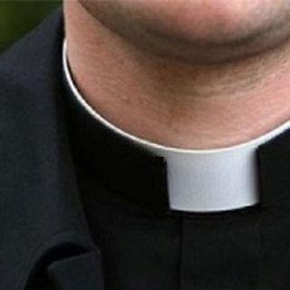 Il sacerdote che decide di mollare non è un eroe