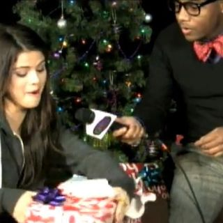 Maxwell Chats With Selena!!