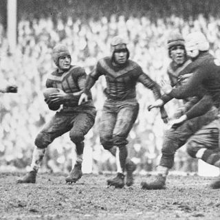 TGT Presents On This Day: December 6, 1925 the day Red Grange saved the New York Giants franchise