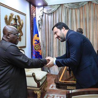 Salvini in Ghana per accordi su rimpatri ma i quotidiani locali lo linciano