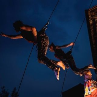 La danza aerea verticale degli svizzeri Öff Öff raccontata da Alexa Von Wehren