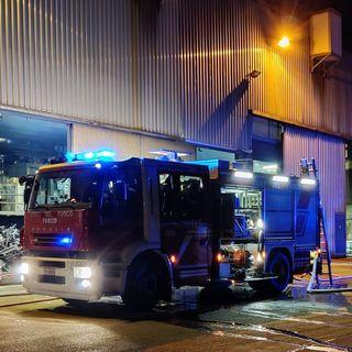 Incendio nel forno di una fonderia: nessun ferito. Pompieri all'opera tutta la notte