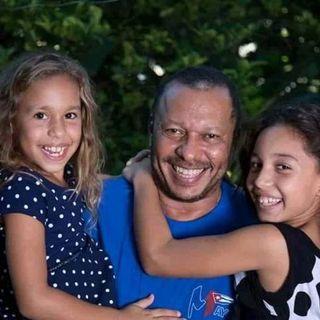Niñas matanceras rinden homenaje a médicos cubanos