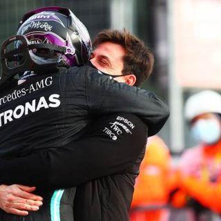 F1, GP Emilia Romagna: Hamilton vince a Imola, alla Mercedes il titolo Costruttori